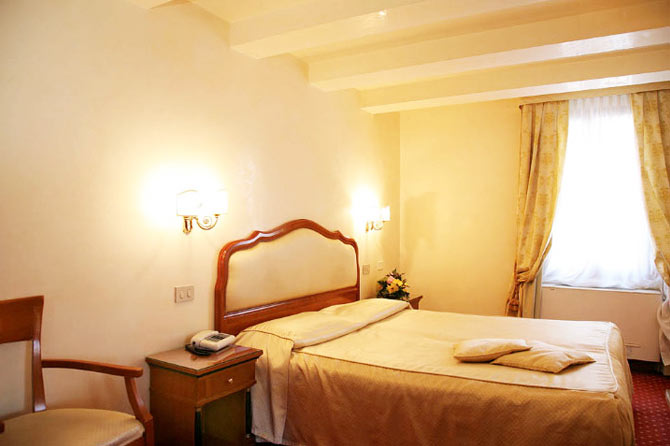 Albergo All'angelo  Hotell Venezia  Ving. HG La Molina Hotel. Perricoota Vines Retreat. Cechie Praha Hotel. Iberostar Bouganville Playa Hotel