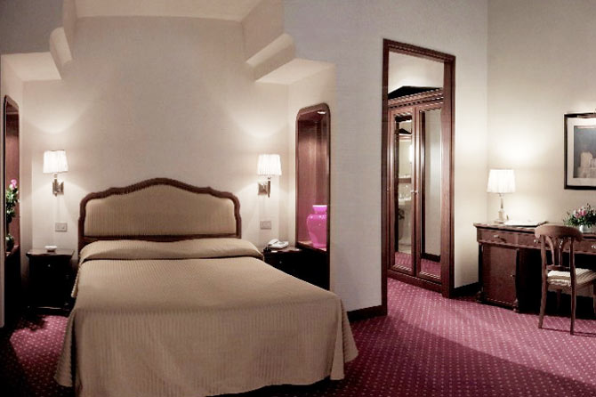Albergo All'angelo  Hotell Venezia  Ving. Hotel Fahrhaus. Pacifica Sands Hotel. Kilkenny Ormonde Hotel. Airlie Waterfront Bed And Breakfast Apartments. Filomena Spa & Lifestyle Club Hotel. Hotel Buchlovice. Alqush Downtown Hotel. Schmelmer Hof Hotel