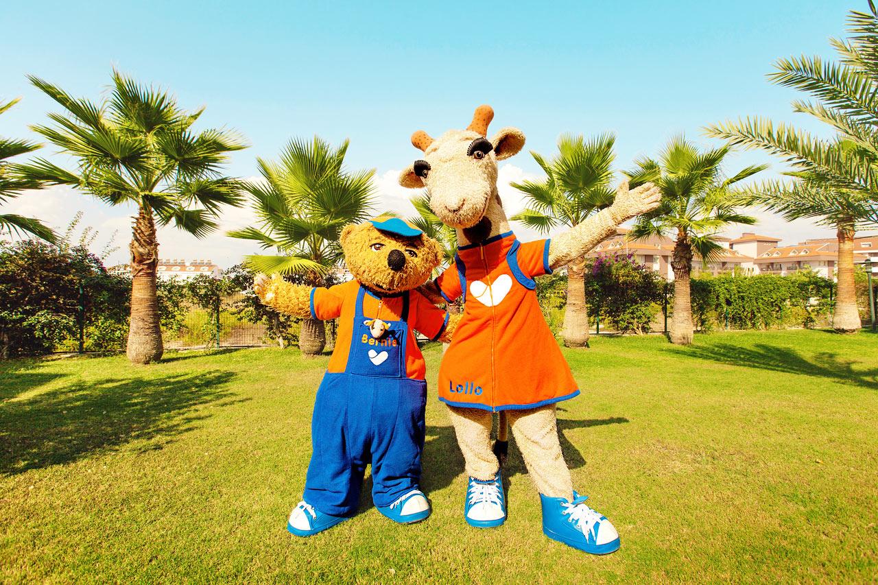 Sunwing Sandy Bay Beach - Vings maskoter Lollo & Bernie er barnas bestevenner i ferien.