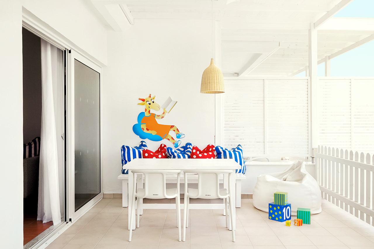 Sunwing Sandy Bay Beach - Inngjerdet terrasse i Lollo & Bernie Suite mot hagen.