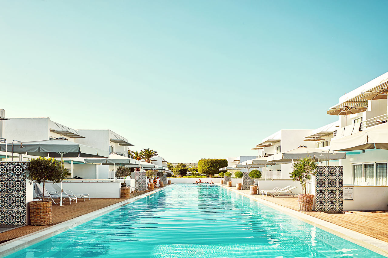 Sunwing Sandy Bay Beach - Royal Family Suite med stor terrasse og utgang til privat, delt basseng